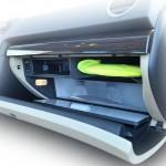 ¿Qué debemos guardar en la guantera del coche?
